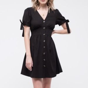 Dresses & Skirts - Tie sleeve and botton down dress